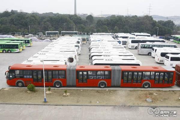 1965年公共汽车-0辆16米超长公交车8月底上路高清图片