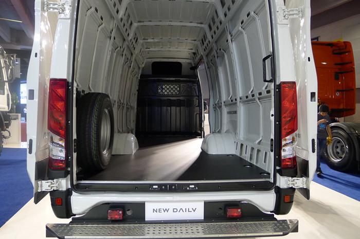 用卡车式框架底盘结构