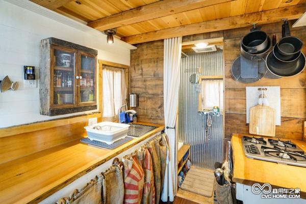 小木屋内的厨房