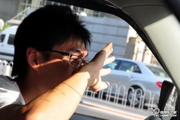 如何应对车内刺眼阳光带来的危害