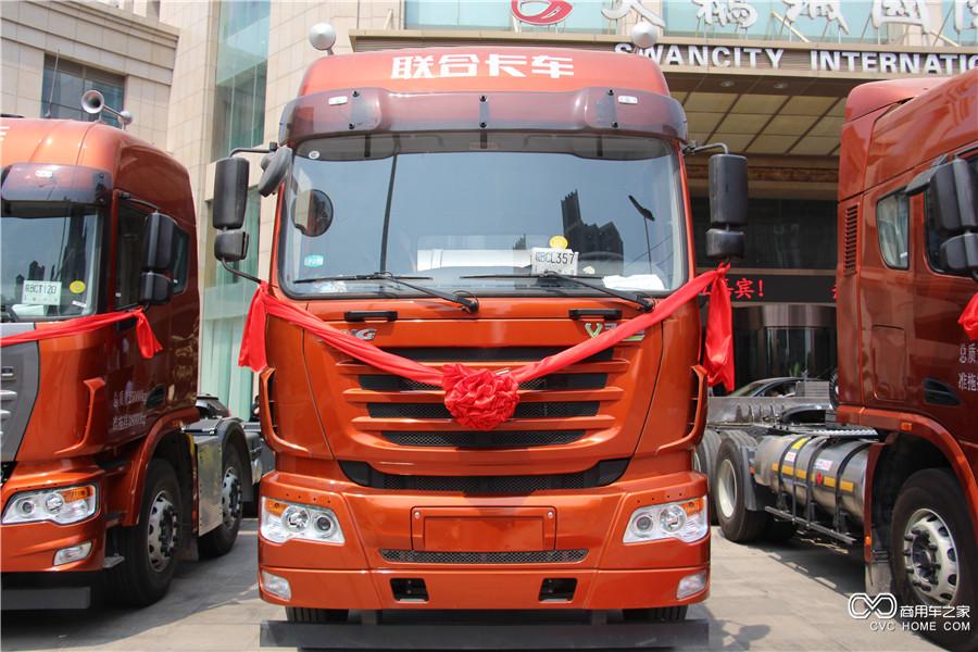 联合卡车V340马力LNG牵引车