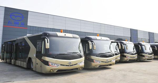 五洲龙新能源机场摆渡车列队沙特机场迎接中国国事