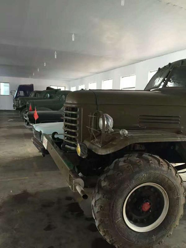 老式卡车_谢涛的车库里经典老式解放卡车齐全