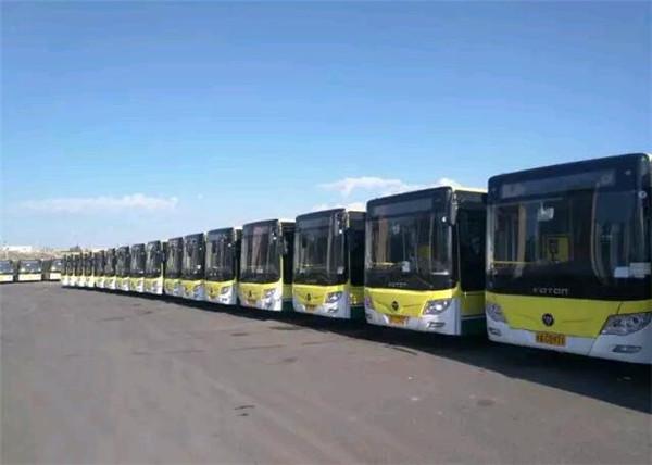 福田欧辉品质客车停靠在乌鲁木齐公交场站图片