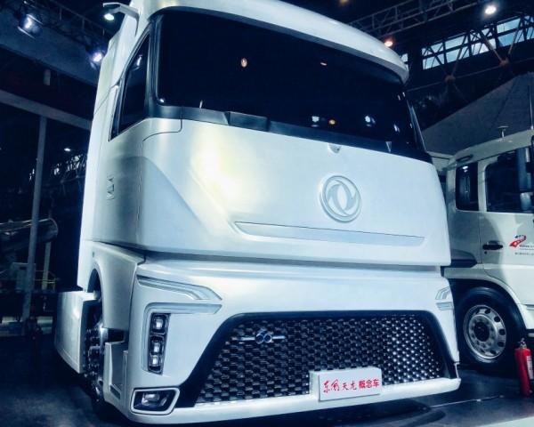 东风商用车智能驾驶抢占车展头条,龙擎动力总成品牌发布